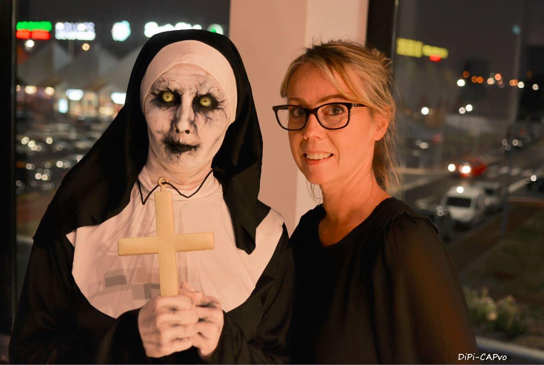 modele-visage-mains-maquilleuse-nonne
