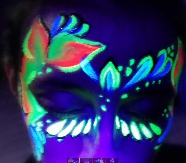 UV light neon party